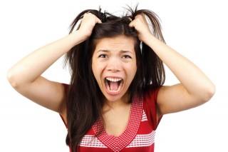 ¿Sabes cómo frenar la caída de tu cabello?